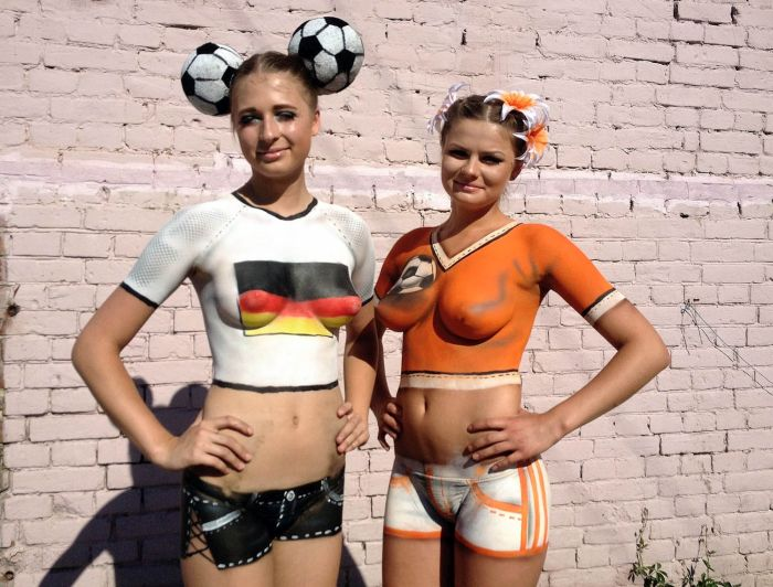Body Paint Is Always Better Than a T-Shirt (21 pics)