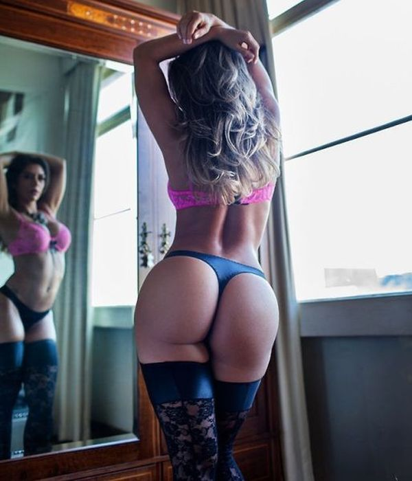 Lovely Ladies Showing Off Their Assets (46 pics)