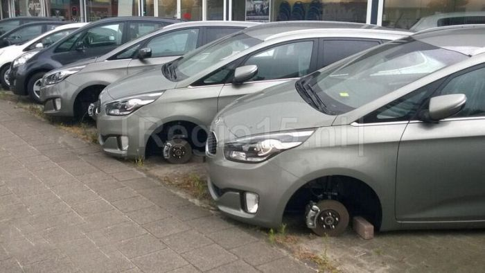 These Cars Aren't Moving Anytime Soon (9 pics)