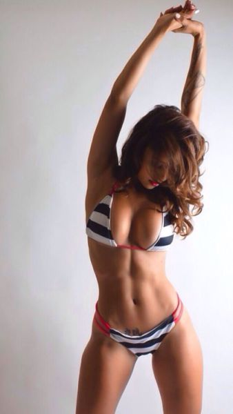 Her Best Side Is Her Chest Side (50 pics)