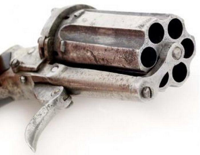 Vintage 19th Century Revolver (10 pics)