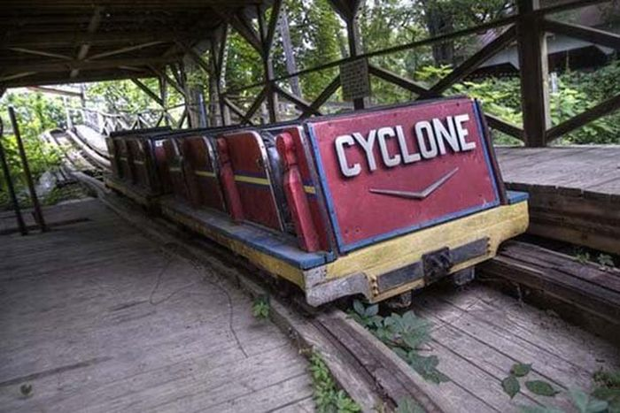 Theme Parks Get Creepy When They're Abandoned (62 pics)