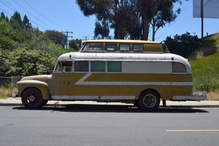 1948 Chevy Bus Gets An Awesome Makeover (13 pics)