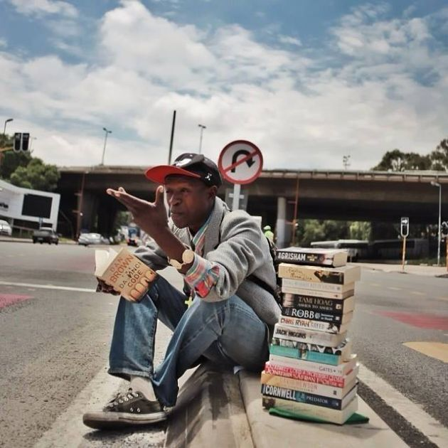 Homeless Hero Is Helping The World Read Books (3 pics)