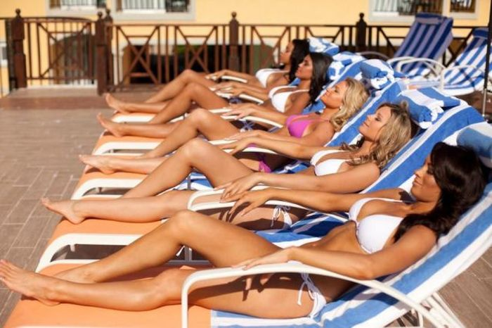 Gorgeous Girls Travel In Groups (42 pics)