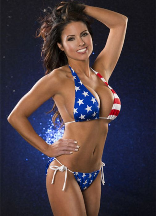 Who Will Become Miss Hooters? (100 pics)