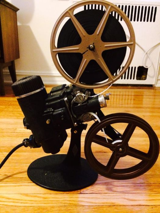 The Many Pieces Of A 1940s Film Projector (10 pics)