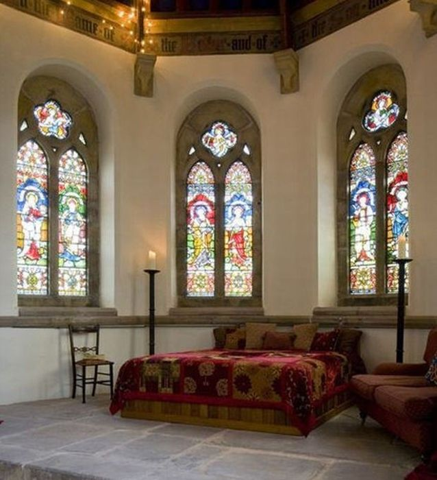 Church Gets Converted Into A Beautiful Home (12 pics)