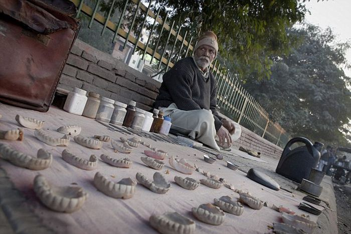 The Street Dentists of Delhi (7 pics)