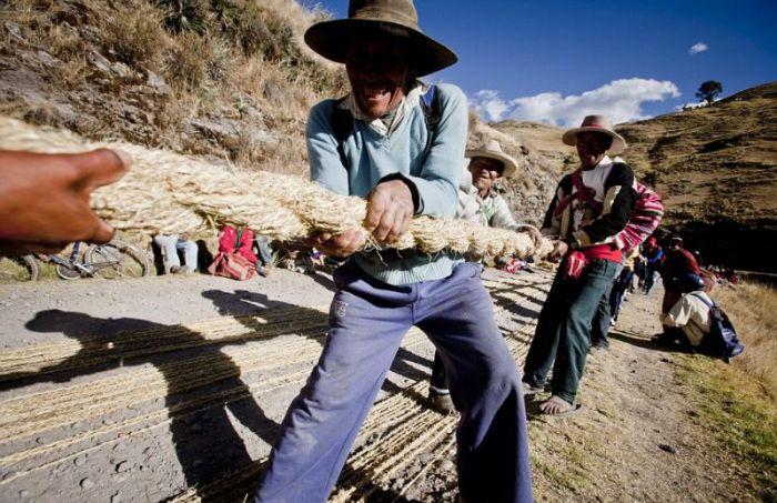 Handmade Suspension Bridge In Peru (22 pics)