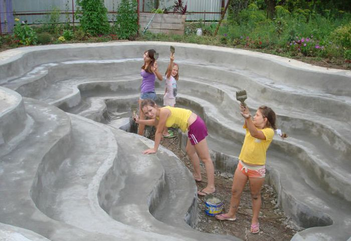 Custom Built DIY Swimming Pool (20 pics)