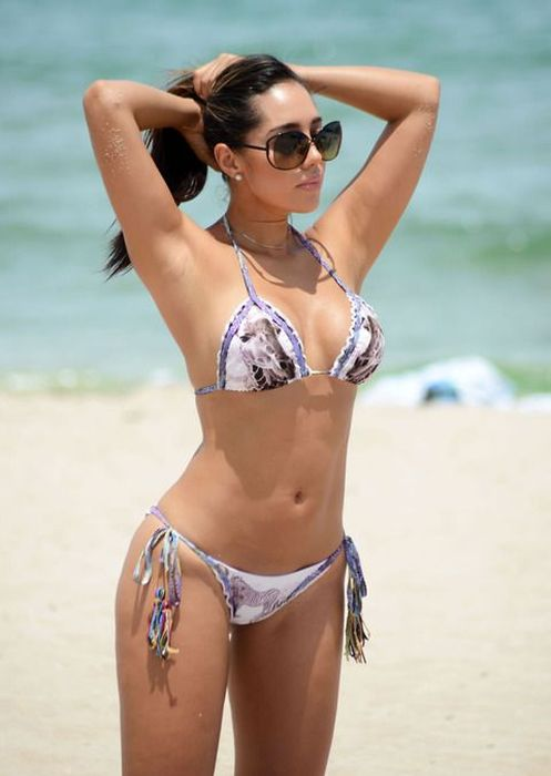 Andrea Calle May Be The Hottest Journalist Ever (11 pics)