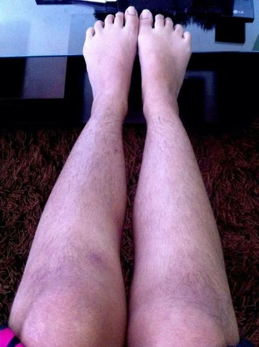 Women Showing Off Their Hairy Legs (25 pics)