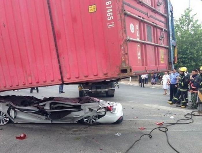 Car Gets Squashed By A Container Truck (9 pics)