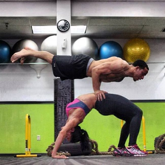 The Couple That Exercises Together Looks Good (23 pics)