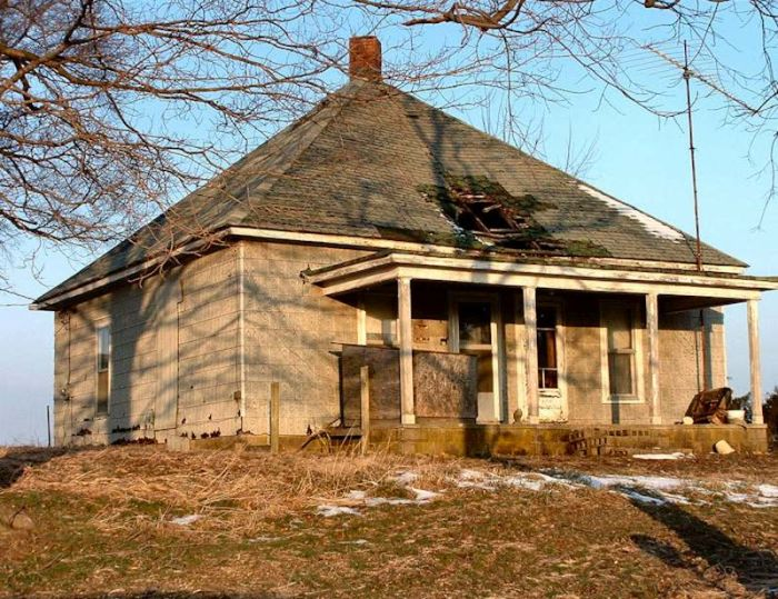 Creepy Abandoned Houses (27 pics)