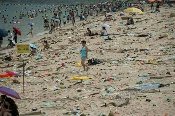 China Has Some Dirty Beaches (16 pics)