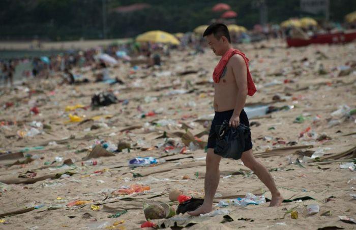 China Has Some Dirty Beaches (16 pics)
