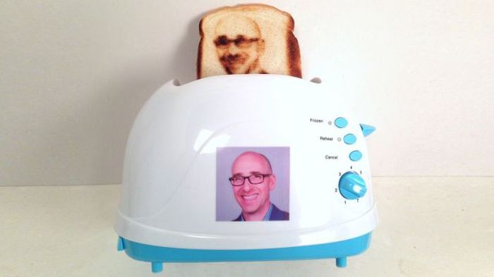 Man Puts His Face On A Piece Of Toast (6 pics)