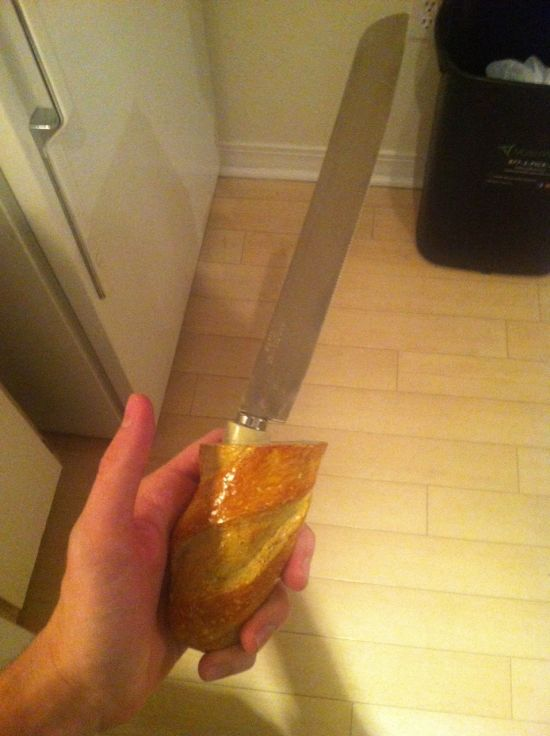 Cut Your Bread With This Secret Bread Knife (3 pics)