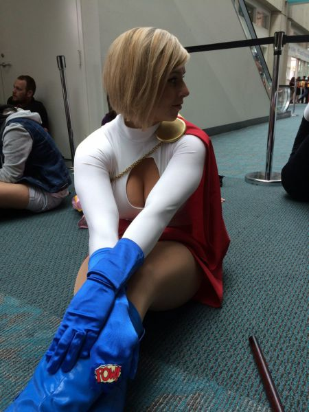 Was This The Hottest Girl At Comic Con? (6 pics)