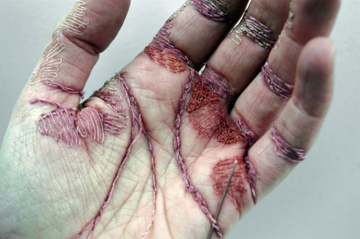 Eliza Bennett Turned Her Flesh Into A Canvas (8 pics)