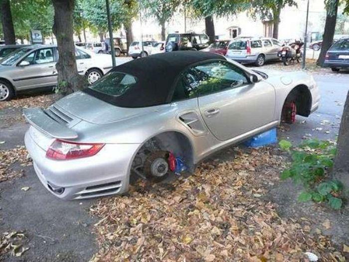 Balancing Cars On Bricks (23 pics)