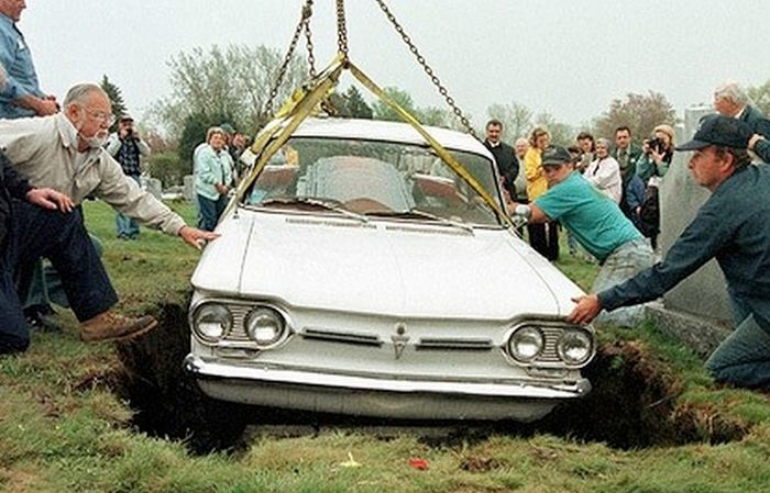 These People Had The Coolest Funerals Ever (9 pics)