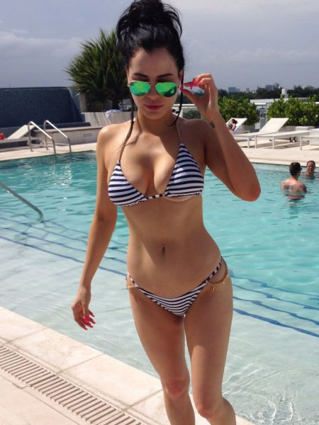 Girls In Bikinis Are So Hard To Resist (55 pics)