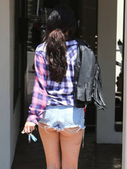 Selena Gomez Has A Beautiful Butt (8 pics)