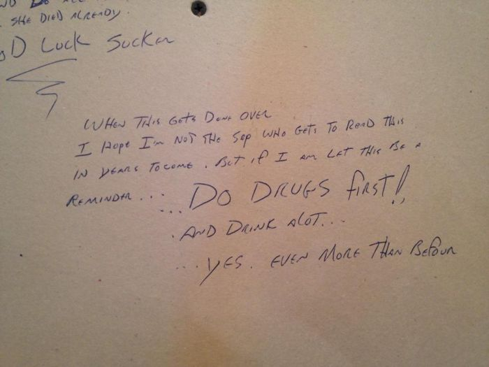 Angry Note Hidden By Previous Owner In Kitchen (7 pics)