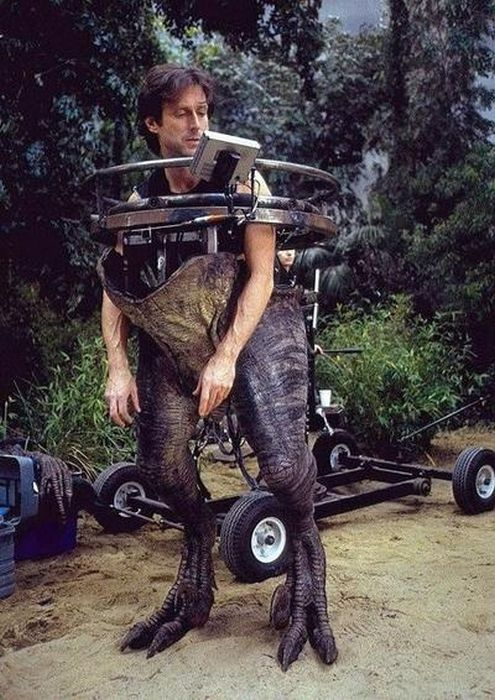 Behind The Scenes Pictures From Iconic Movies (36 pics)
