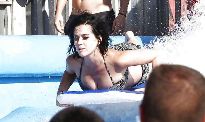 Katy Perry Loses Panties in a Water Park (8 pics)