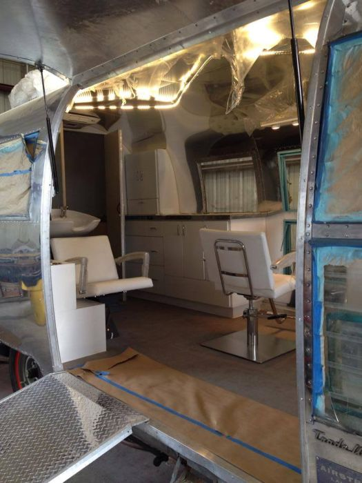 Old Camper Gets Converted Into A Hair Salon (34 pics)