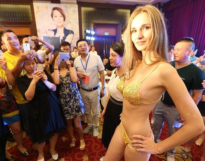 Pure Gold Bikini (6 pics)