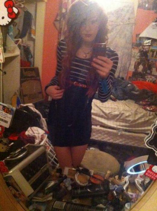 Hot Selfies In Dirty Rooms (30 pics)