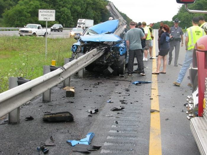 Horrific Car Wreck (3 pics)