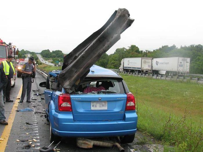Horrific Car Wreck (3 pics)