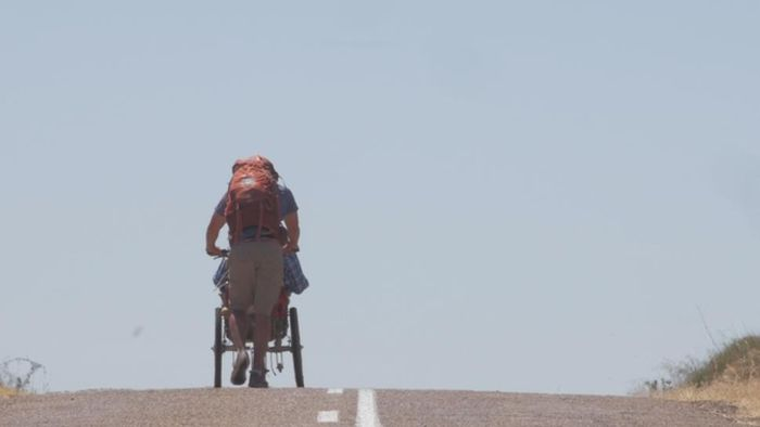 Man Takes Disabled Friend On A Pilgrimage (5 pics)