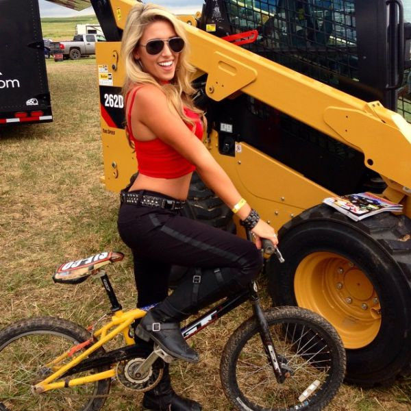 The Hottest Biker Babes From Sturgis (60 pics)
