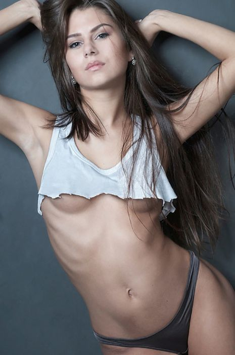 Hot Girls Falling Out Of Their Clothes (39 pics)