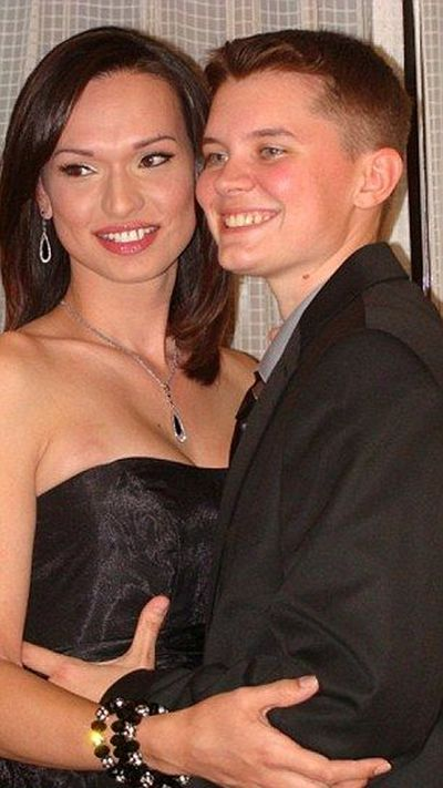 The Happy Transgender Couple (13 pics)