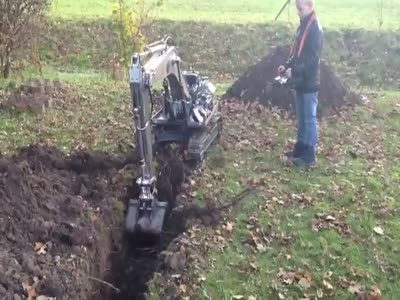 Radio Controlled Excavator Is Awesome