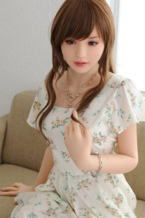 You Won't Believe These Girls Are Sex Dolls (25 pics)