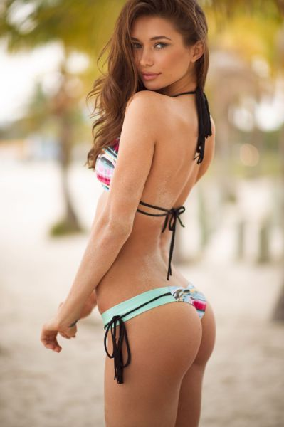 The Best Of Girls In Bikinis (46 pics)
