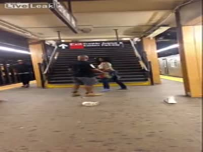 Crazy Fight At New York Subway Station