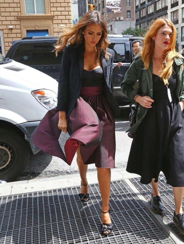 Jessica Alba Is Still A Smokeshow (9 pics)