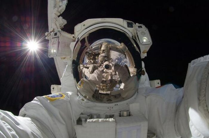 The Coolest Selfies Ever Taken (22 pics)