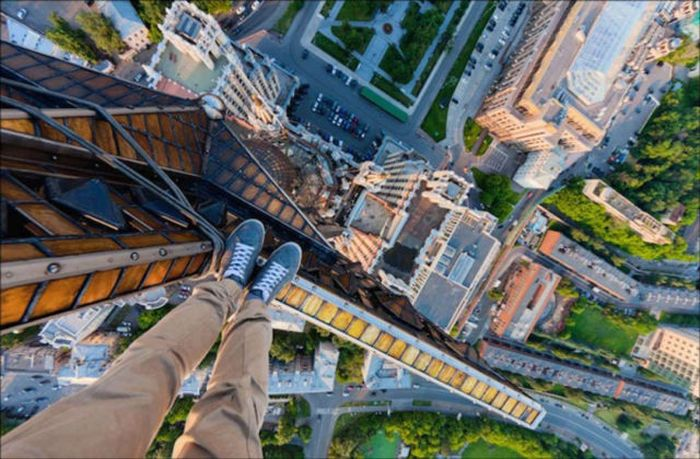 Urban Climbers Take Pictures From High Places (84 pics)