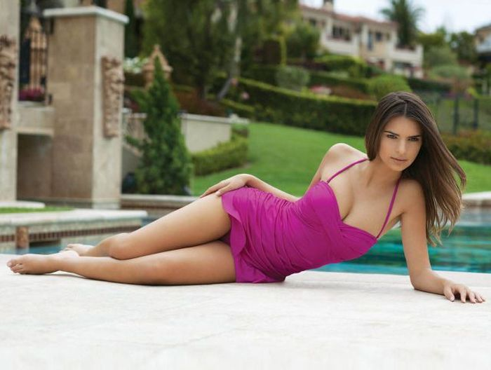 Girls In Tight Dresses Flaunting Their Assets (45 pics)